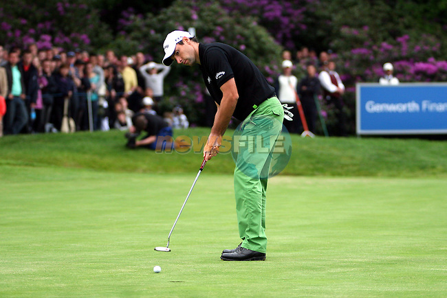 Oliver Wilson putts in the playoff of the BMW PGA Championship at the Wentworth Club, Surrey, England - 25th May 2008 (Photo by Manus O'Reilly/GOLFFILE)