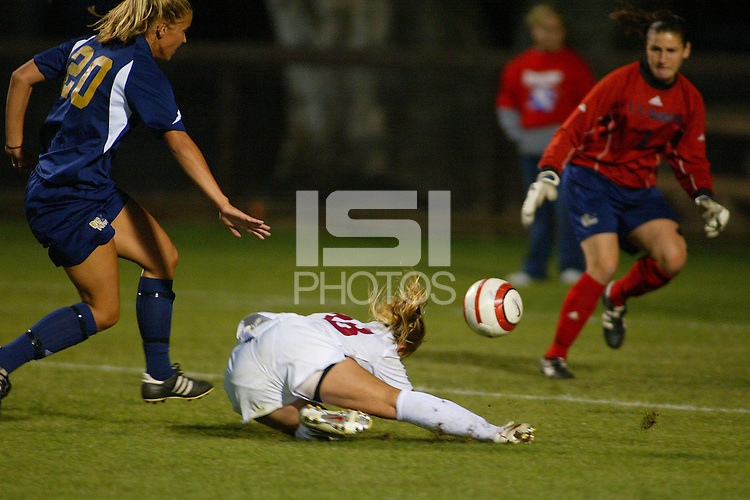 22 August 2005: Shari Summers during a scrimmage against UC Davis at Maloney Field in Stanford, CA.