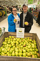 Paula and Gordon Bramley pick their namesake apples. They now live in Arnold, although Gordon originally comes from Southwell, home of the Bramley Apple!