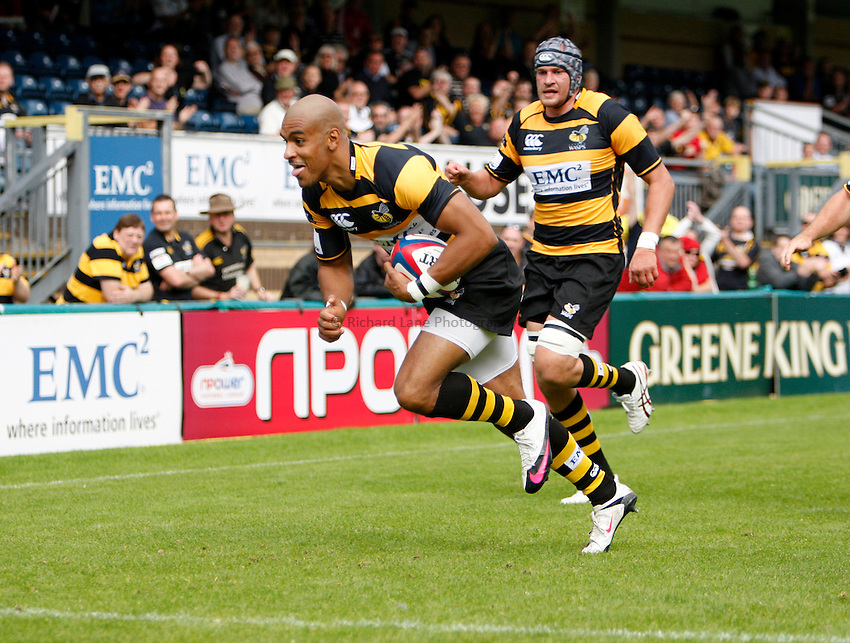 Photo: Richard Lane/Richard Lane Photography. London Wasps v Glasgow Warriors. Pre Season Friendly. 28/08/2010. Wasps' Tom Varndell dives in for a try.