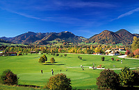 Deutschland, Bayern, Oberbayern, Chiemgau, Ruhpolding: Golfplatz und Hochfelln (1.671 m) | Germany, Bavaria, Upper Bavaria, Chiemgau, Ruhpolding: Golf course and Hochfelln mountain (1.671 m)