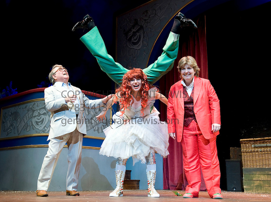 Sandi Toksvig's Christmas Cracker  with Sandi Toksvig, Ronnie Corbett,Petra Massey..Opens at The Royal Festival Hall  on 15/12/09. Credit Geraint Lewis