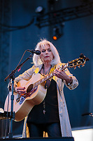 JUN 01 Emmylou Harris in concert, USA