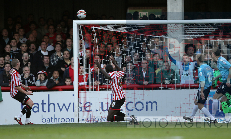 Brentfords Toumani Diagouraga misses an open goal