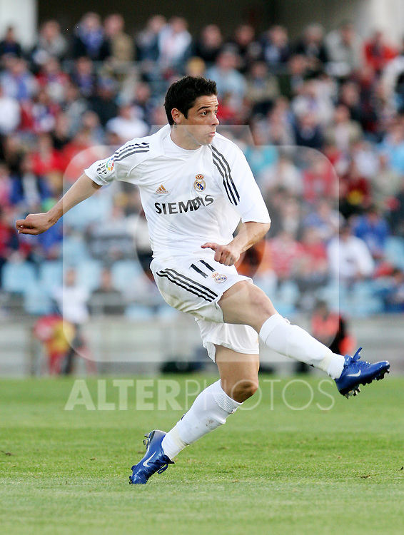 Real Madrid's Cicinho during Spanish La Liga match between Getafe and Real Madrid at Coliseum Alfonso Perez in Getafe. Sunday, April 16, 2006. (ALTERPHOTOS / ALVARO HERNANDEZ)