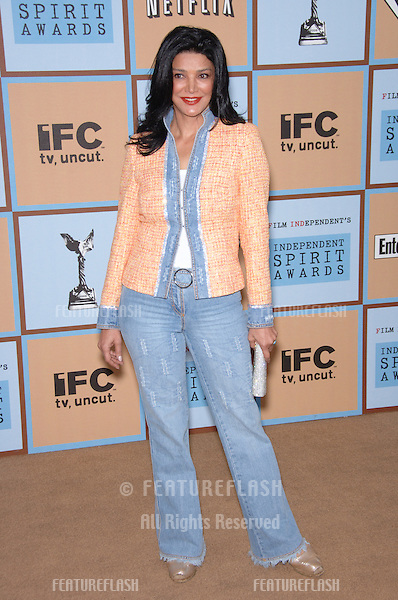SHOHREH AGHDASHLOO at Film Independent's 2006 Independent Spirit Awards on the beach in Santa Monica..March 4, 2006  Santa Monica, CA.© 2006 Paul Smith / Featureflash