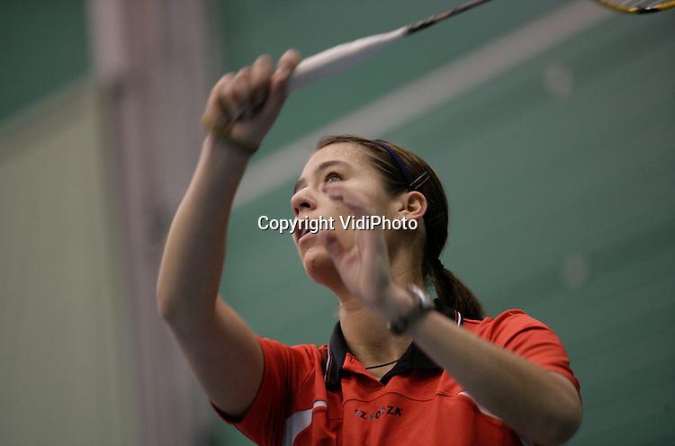 Foto: VidiPhoto..ARNHEM - Badmintonster Judith Meulendijks in training op sportcentrum Papendal bij Arnhem.