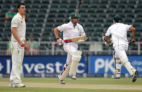 20.11.2011. Johannesburg, South Africa.  South African batsman Dale Steyn (C) chases for a run with team-mate Imran Tahir (R) off the bowling of Australia's Pat Cummins (L) in South Africa's second innings on the fourth day of the second Test match between South Africa and Australia at the Wanderers in Johannesburg, South Africa, 20 November 2011.