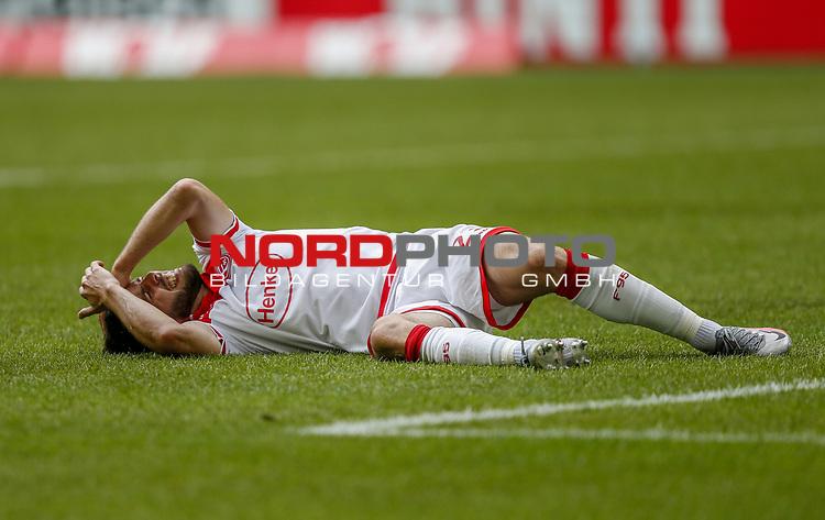 Niko Gießelmann (F95) verletzt am Boden<br /><br /><br />20.06.2020, Fussball, 1. Bundesliga, Saison 2019 / 2020<br />33.Spieltag, Fortuna Duesseldorf : FC Augsburg<br /><br />Foto : NORBERT SCHMIDT/POOL/ via Meuter/nordphoto<br /><br />Nur für journalistische Zwecke ! Only for editorial use .