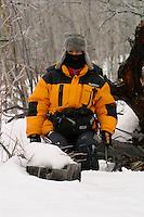 Hoffentlich sitze ich nicht auf einer Bärenhöhle ! Hatte eine Fußspur im Schnee gesehen!  Yukon Arctic Ultra, Kanada