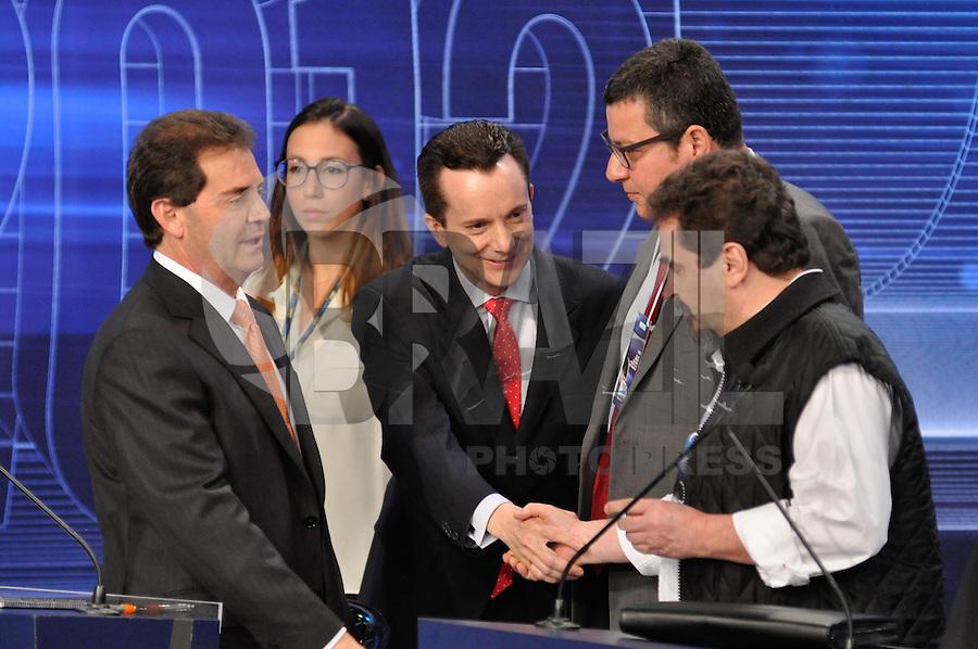 OSASCO, SP, 03 SETEMBRO DE 2012 – DEBATE REDETV – ATENÇÃO EDITOR: FOTO EMBARGADA PARA VEÍCULOS INTERNACIONAIS: Candidato a prefeitura de São Paulo Celso Russomano (c) durante debate realizado na noite desta segunda feira (03) pela RedeTV, na sede da emissora em Osasco. (FOTO: LEVI BIANCO / BRAZIL PHOTO PRESS).