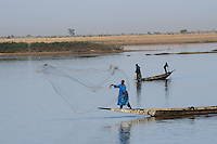 Bozo fishermen fishing in the Niger river
