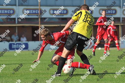 2011-10-02 / voetbal / seizoen 2011-2012 / VC Herentals - Kasterlee / Jef Boonen (nr 13) (Kasterlee) in een pittig duel om de bal met Jelle Van Doninck (l) (VC Herentals)