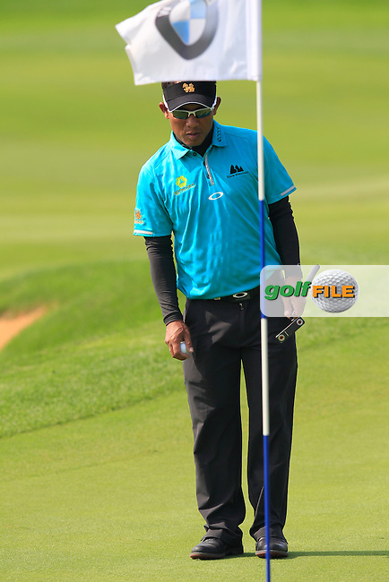 Thongchai Jaidee (THA) on the 9th green during Sunday's Final Round of the 2014 BMW Masters held at Lake Malaren, Shanghai, China. 2nd November 2014.<br /> Picture: Eoin Clarke www.golffile.ie