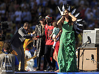 Ivete Sangalo performs during the closing ceremony with Carlos Santana and Alexandre Pires behind along with Wyclef Jean