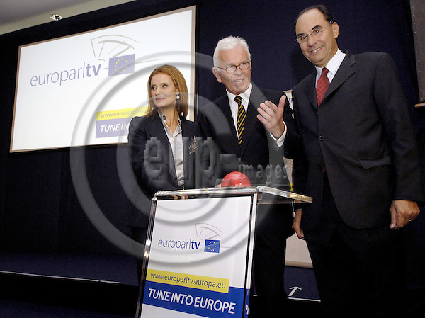 Brussels-Belgium - 17 September 2008---Hans-Gert PÖTTERING (ce) (Pottering, Poettering), President of the European Parliament, during the launch of EuroparlTV, the webtv of the European Parliament; here with MEP Katerina BATZELI (le), Chair of the Culture Committee, and MEP Alejo VIDAL-QUADRAS (ri), Vice-President of the EP---Photo: Horst Wagner / eup-images