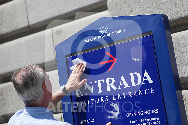 An employee cleans a sign that announces the visitors entrance to the `Palacio Real de Madrid´ Madrid´s Royal Palace in Madrid, Spain. Today, King Juan Carlos of Spain made a public announcement of his abdication will, his son, Prince Felipe of Spain, will become Spain´s king after the official ceremony. June 02, 2013. (ALTERPHOTOS/Victor Blanco)