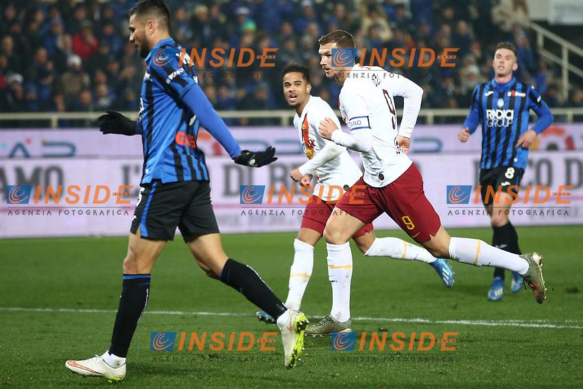 Edin Dzeko of AS Roma celebrates after scoring the goal of 0-1 <br /> Bergamo 15/02/2020 Stadio Atleti Azzurri d'Italia <br /> Football 2019/2020 Serie A <br /> Atalanta BC - AS Roma 2-1 <br /> Photo Gino Mancini/Insidefoto