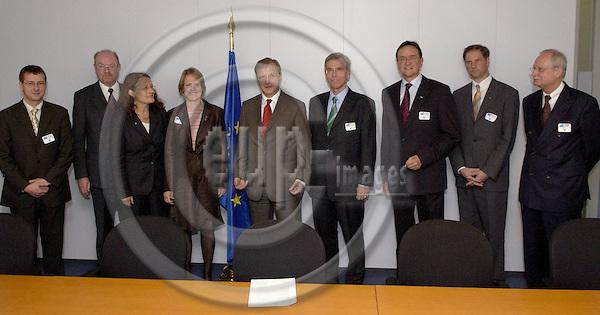 Brussels-Belgium - 04 October 2005---Olli REHN, European Commissioner in charge of Enlargement, receives the Steering Committee 'Europe' of EKD (Evangelische Kirche Deutschlands / Evangelical Church of Germany); here, from left to right: ..., ..., Oberkirchenraetin Antje HEIDER-ROTTWILM, Oberkirchenraetin Sabine von ZANTHIER (Director of EKD-Brussels), EU-Commissioner Olli REHN, President Eckart von VIETINGHOFF, ..., ..., ...---Photo: Horst Wagner/eup-images