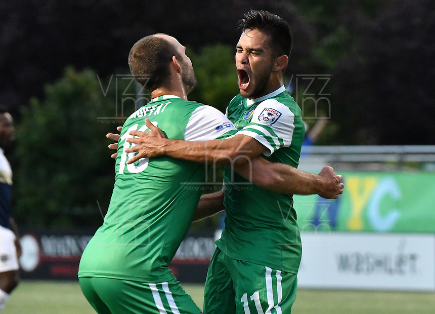 HEMPSTEAD - USA. 13-07-2016: Andres Flores (Der) jugador del New York Cosmos celebra después de anotar un gol a Jacksonville Armada FC durante partido por la temporada de otoño 2016 de la North American Soccer League (NASL) jugado en el estadio James M. Shuart Stadium de la ciudad de Hempstead, NY./ Andres Flores (R) player of New York Cosmos celebrates after scoring a goal to Jacksonville Armada FC during match for the fall season 2016 of the  North American Soccer League (NASL) played at James M. Shuart Stadium in Hempstead, NY. Photo: VizzorImage/ Gabriel Aponte / Staff