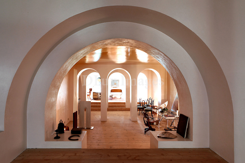 luxury lounge with arches