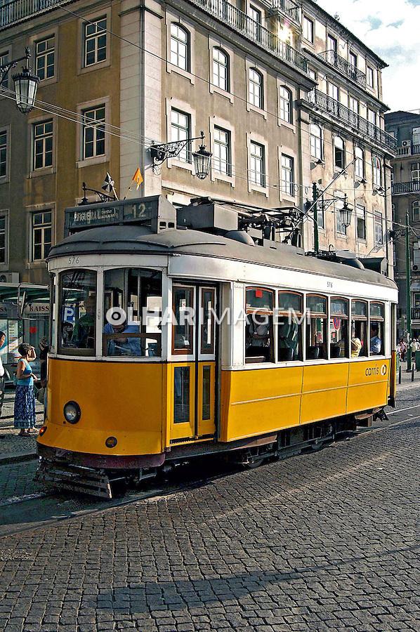 Transporte de bonde em Lisboa. Portugal. 2005. Foto de Rogério Reis.