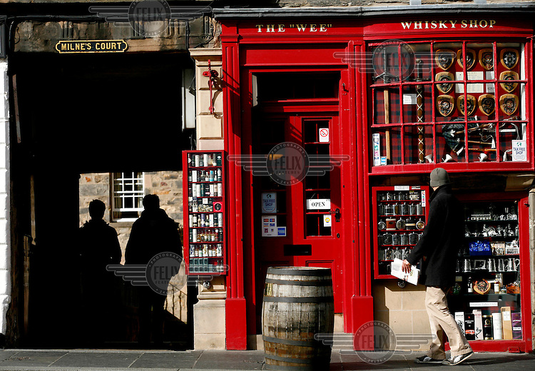 """The """"WEE"""" WHISKEY SHOP on the Royal Mile, the main thoroughfare in the city of Edinburgh.."""
