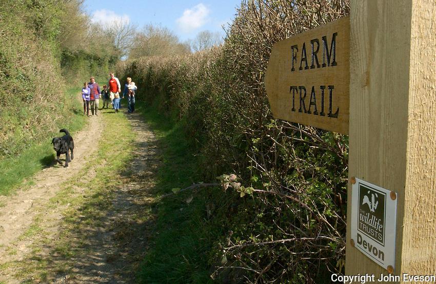 Farm trail sign, Devon....Copyright..John Eveson, Dinkling Green Farm, Whitewell, Clitheroe, Lancashire. BB7 3BN.01995 61280. 07973 482705.j.r.eveson@btinternet.com.www.johneveson.com