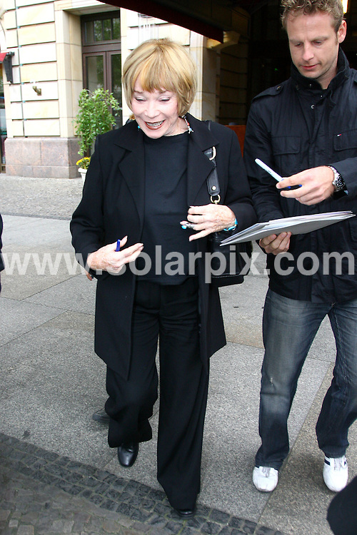**ALL ROUND PICTURES FROM SOLARPIX.COM**.**SYNDICATION RIGHTS FOR UK AND SPAIN ONLY**.The Hollywood actress Shirley MacLaine leaving the hotel Adlon in Berlin to go to a book signing in the Dussmannbook store in Berlin Germany...JOB REF:7370-CPR/CAP        DATE:16_09_08.**MUST CREDIT SOLARPIX.COM OR DOUBLE FEE WILL BE CHARGED* *UNDER NO CIRCUMSTANCES IS THIS IMAGE TO BE REPRODUCED FOR ANY ONLINE EDITION WITHOUT PRIOR PERMISSION*