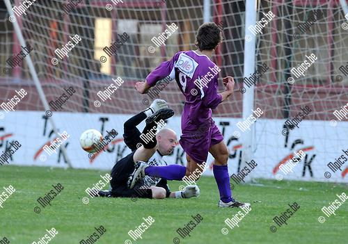 2011-04-24 / Voetbal / seizoen 2010-2011 / VC Herentals - Antonia / Nathan Van Brantegem scoort hier voor Herentals..Foto: Mpics