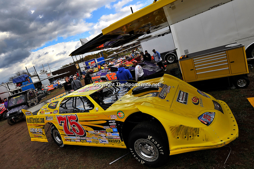 Oct 15, 2010; 4:19:42 PM;Mineral Wells,WV ., USA; The 30th Annual Dirt Track World Championship dirt late models 50,000-to-win event at the West Virginia Motor Speedway.  Mandatory Credit: (thesportswire.net)