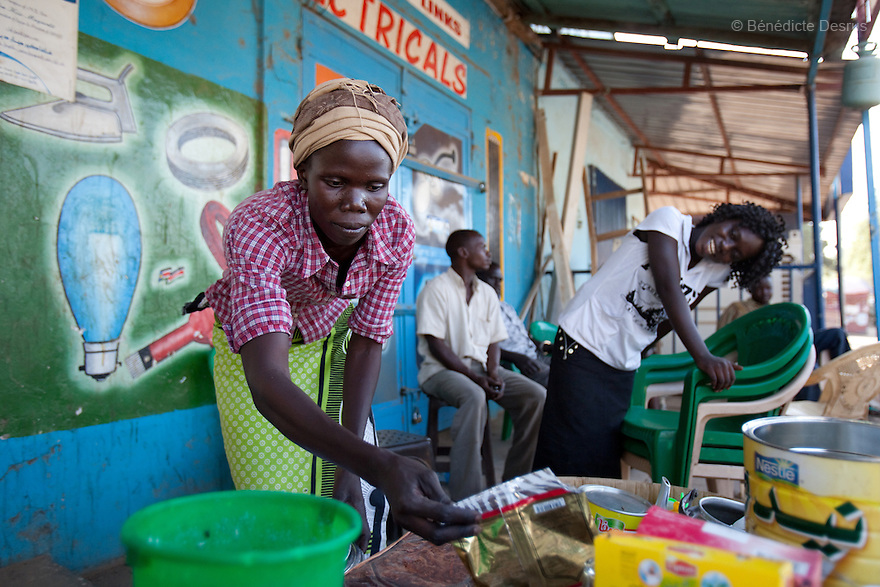 12 januay 2011 - Juba, South Sudan - A woman prepares coffee at her stand as ballots are counted following a weeklong independence referendum in Juba, the capital of Southern Sudan. Photo credit: Benedicte Desrus