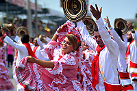 BARRANQUILLA - COLOMBIA, 03-03-2019: Artista animan la fiesta durante el desfile Gran Parada del Carnaval de Barranquilla 2019, patrimonio inmaterial de la humanidad, que se lleva a cabo entre el 2 y el 5 de marzo de 2019 en la ciudad de Barranquilla. / Artists perform to the public during the Gran parada as part of the Barranquilla Carnival 2019, intangible heritage of mankind, that be held between March 2 to 5, 2019, at Barranquilla city. Photo: VizzorImage / Alfonso Cervantes / Cont.