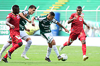 PALMIRA - COLOMBIA, 27-04-2019: Juan Ignacio Dinenno y Carlos Mario Rodriguez del Cali disputan el balón con Elkin Blanco de Rionegro durante partido por la fecha 18 de la Liga Águila I 2019 entre Deportivo Cali y Rionegro Águilas jugado en el estadio Deportivo Cali de la ciudad de Palmira. / Carlos Mario Rodriguez of Cali vies for the ball with Elkin Blanco  of Rionegro during match for the date 16 as part Aguila League I 2019 between Deportivo Cali and Rionegro Aguilas played at Deportivo Cali stadium in Palmira city.  Photo: VizzorImage / Nelson Rios / Cont