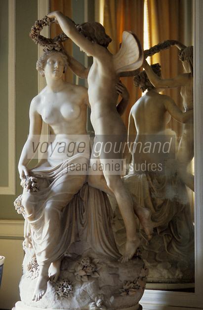 Europe/Italie/Lac de Come/Lombardie/Cernobbio : Villa d'Este (XVI°) - Statue du bar