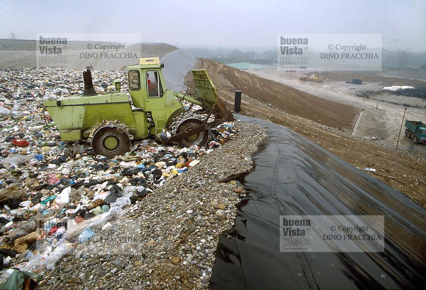 - rubbish dump of city solid waste....- discarica di rifiuti solidi urbani........