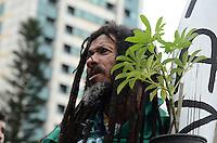 SAO PAULO, 19 DE MAIO DE 2012 - MARCHA DA MACONHA SP - Manifestantes durante ato Marcha da Maconha, que visa outra politica de drogas, no vao livre do masp, avenida paulista, na tarde deste sabado. FOTO: ALEXANDRE MOREIRA - BRAZIL PHOTO PRESS