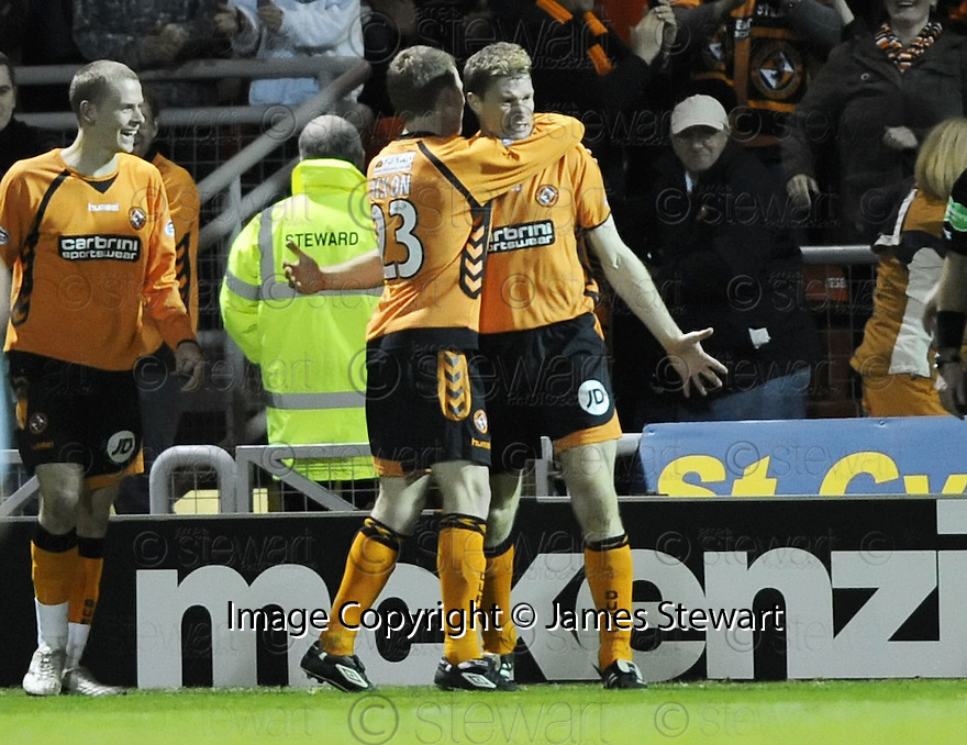 12/11/2008  Copyright Pic: James Stewart.File Name : sct_jspa11_dundee_utd_v_hibs.DARREN DODS CELEBRATES AFTER HE HEADS HOME THE FIRST.James Stewart Photo Agency 19 Carronlea Drive, Falkirk. FK2 8DN      Vat Reg No. 607 6932 25.Studio      : +44 (0)1324 611191 .Mobile      : +44 (0)7721 416997.E-mail  :  jim@jspa.co.uk.If you require further information then contact Jim Stewart on any of the numbers above.........