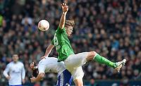 FUSSBALL   1. BUNDESLIGA   SAISON 2012/2013    28. SPIELTAG SV Werder Bremen - FC Schalke 04                          06.04.2013 Ciprian Marica (li, FC Schalke 04) gegen Sebastian Proedl (re, SV Werder Bremen)