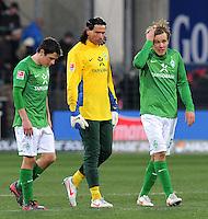 FUSSBALL   1. BUNDESLIGA   SAISON 2011/2012    20. SPIELTAG  05.02.2012 SC Freiburg - SV Werder Bremen Zlatko Junuzovic, Torwart Tim Wiese, Clemens Fritz (v. li., SV Werder Bremen) nachdenklich