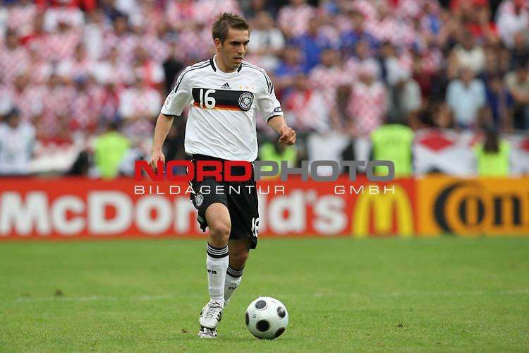 UEFA Euro 2008 Group B Match 11 Klagenfurt - Wörthersee-Stadion. Kroatien ( CRO ) - Deutschland ( GER ) 2:1 (1:0). Philipp Lahm ( Germany / Verteidiger / Defender / Bayern Muenchen #16 ) am Ball. Foto © nph (  nordphoto  )