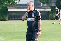 SANTOS, SP, 07.08.2015 - FUTEBOL- SANTOS – Dorival Junior, treinador do Santos durante sessão de treinamento no Centro de Treinamento Rei Pelé nesta sexta-feira, 07. (Foto: Flavio Hopp/Brazil Photo Press)
