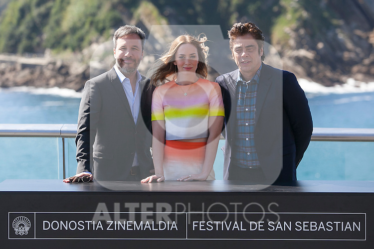 (L-R) Denis Villeneuve, Emily Blunt and Benicio del Toro pose during the `Sicario´ film presentation a 63rd Donostia Zinemaldia (San Sebastian International Film Festival) in San Sebastian, Spain. September 19, 2015. (ALTERPHOTOS/Victor Blanco)