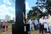 """SÃO PAULO, SP - 06.03.2016: MÁRIO-COVAS - O governador de SP, Geraldo Alckmin, inaugura no Parque da Juventude, em Santana (zona norte) monumento a Mario Covas, neste domingo (06). Criada pelo artista italiano Domenico Calabrone, escultura """"Sonho de Liberdade"""" marca os 15 anos da morte do político. (Foto: Marcio Ribeiro/Brazil Photo Press)"""