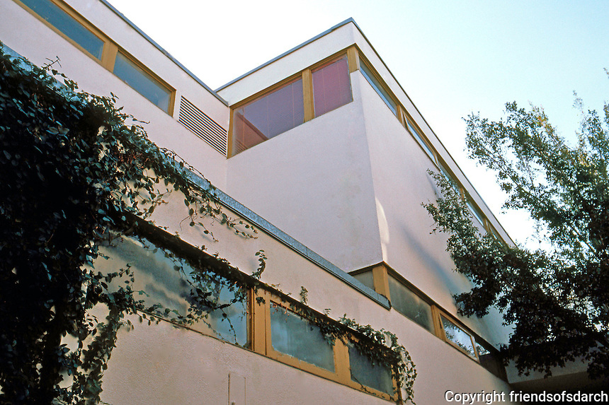 Gregory Ain: Dunsmuir Apartments, 1937. Detail of Windows.  Photo '83.