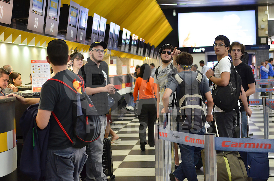 SAO PAULO, 08 DE FEVEREIRO DE 2013. - MOVIMENTACAO AEROPORTO CONGONHAS - Movimentacao de passageiros no aeroporto de Congonhas, regiao sul da capital, na manha desta sexta feira, 08, vespera de carnaval. (FOTO: ALEXANDRE MOREIRA / BRAZIL PHOTO PRESS).