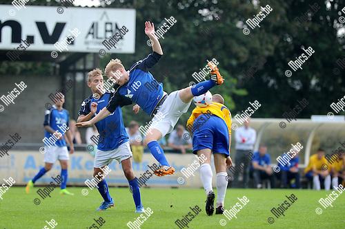 2014-09-07 / Voetbal / seizoen 2014-2015 / FC De Kempen - Mariekerke / Dimitri Van Oppens is getuige van een botsing tussen Jens Verboven (l. Mariekerke) en Toon Vervoort<br /><br />Foto: Mpics.be
