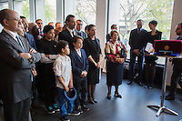 TINA ARENA EN FAMILLE ET LADY COSGROVE - VERNISSAGE DE LíEXPOSITION 'LíåIL ET LA MAIN' A L'AMBASSADE D'AUSTRALIE