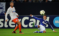 FUSSBALL   CHAMPIONS LEAGUE   SAISON 2012/2013   GRUPPENPHASE   FC Schalke 04 - Montpellier HSC                                   03.10.2012 Jamel Saihi (li, MHSC) gegen Ibrahim Afellay (re, FC Schalke 04)
