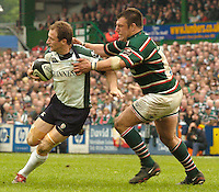 Leicester, ENGLAND.  Left, Exiles Mike Catt, looks for support as Tigers, Julian White closes in, during the  Guinness Premiership, Rugby, Semi-Final. Leicester Tigers vs London Irish, at Welford Road, 14.05.2006. © Peter Spurrier/Intersport-images.com,  / Mobile +44 [0] 7973 819 551 / email images@intersport-images.com.   [Mandatory Credit, Peter Spurier/ Intersport Images].14.05.2006